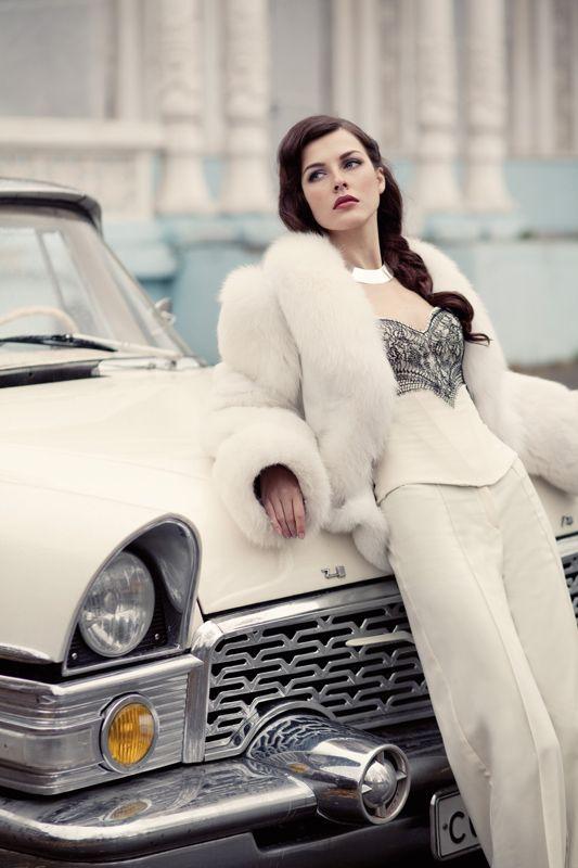 Una chaqueta muy cálida para completar un look de novia