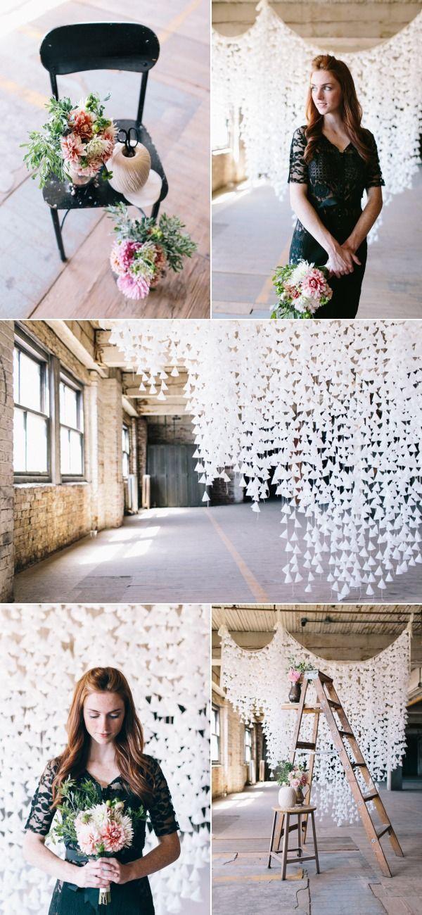 Decora tu boda con cintas de papel a modo de cortinas muy elegantes