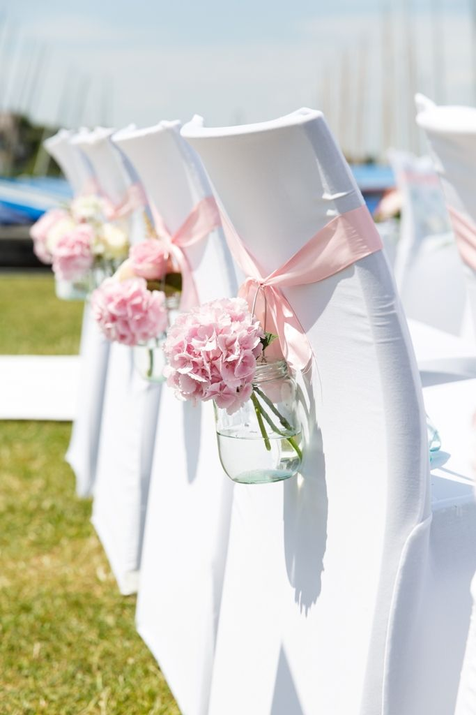 No te pierdas las mejores ideas diy para tu boda for Sillas para novios en la iglesia