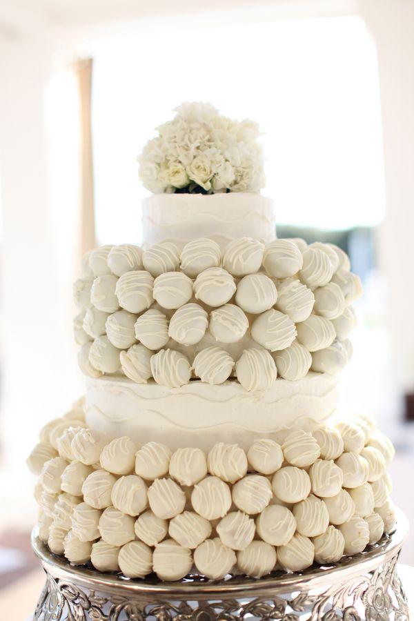 El color blanco preside la tarta y con ella, ¡llegan los cake-pops!