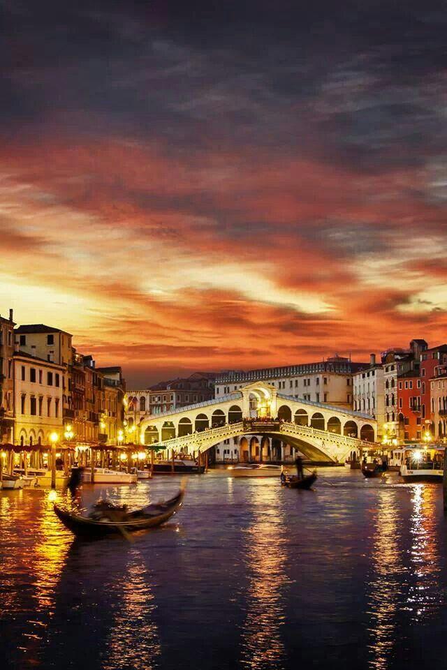 Sus canales y el ambiente embriagador de Venecia