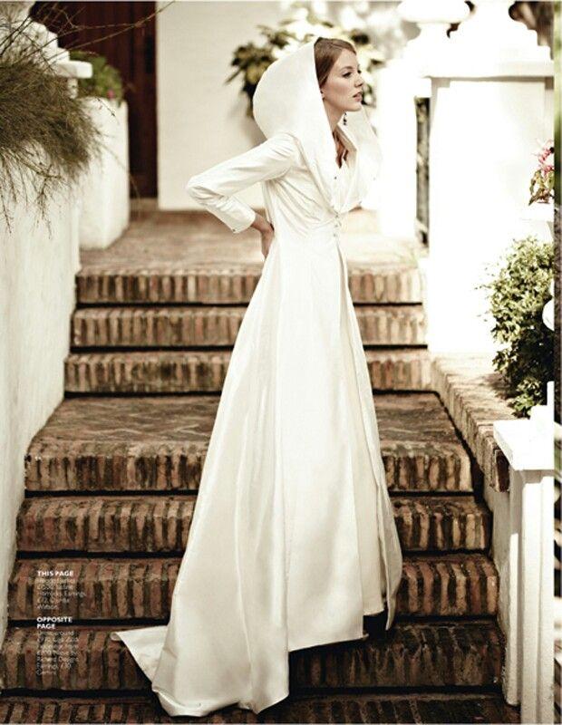 Capa con capucha incluida para ser la Caperucita Blanca de tu cuento