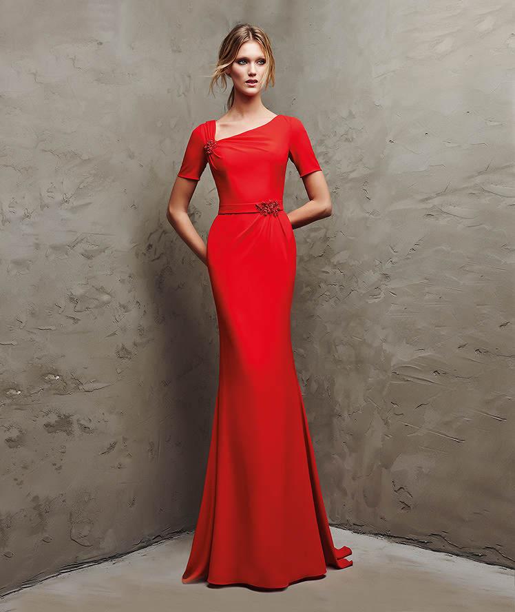71943bbea El color rojo también será principal para las bodas del año 2016 y Pronovias  lo sabe