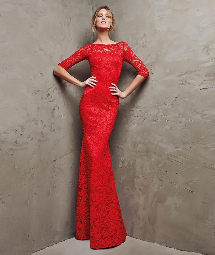 79d4fecf2 Una silueta entallada gracias a vestidos como éste