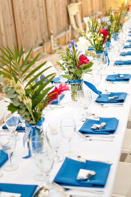 Decoración de mesas en color azul para una boda muy veraniega