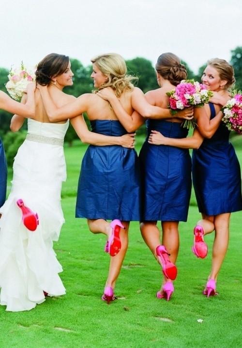 Contraste de colores en las bodas: azul real con el rosa