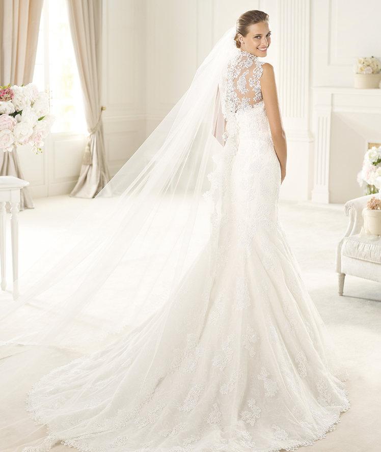Pronovias siempre marca la elegancia de la mejor manera que sabe, con delicadeza y bordados
