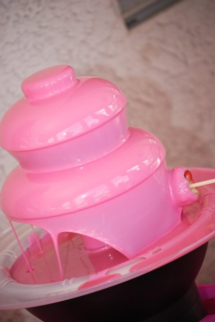 Fuente de chocolate en rosa, pequeña pero perfecta para boda de pocos invitados