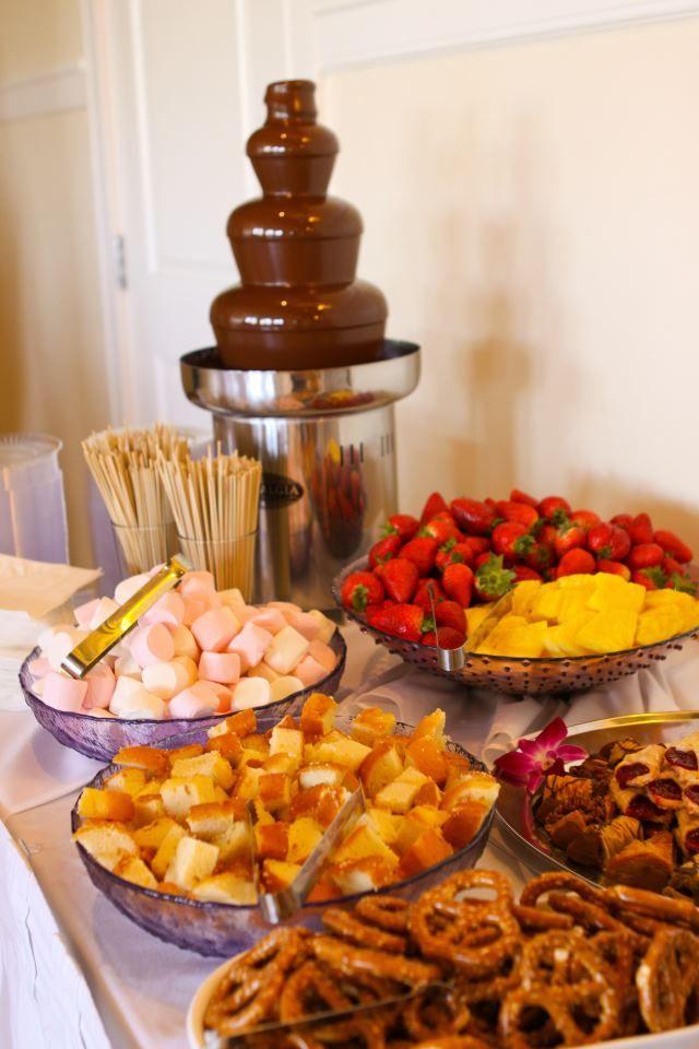 Chuches, galletas y frutas...todo admite el chocolate que se les viene encima