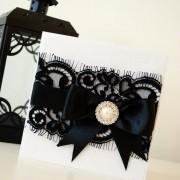 invitación sofisticada blanca y negra con moño