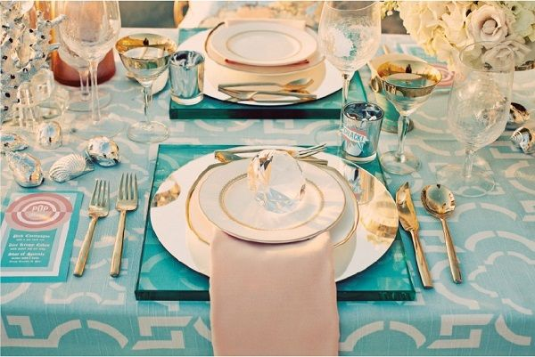 El color azul turquesa pondrá la nota más elegante a nuestra mesa de boda