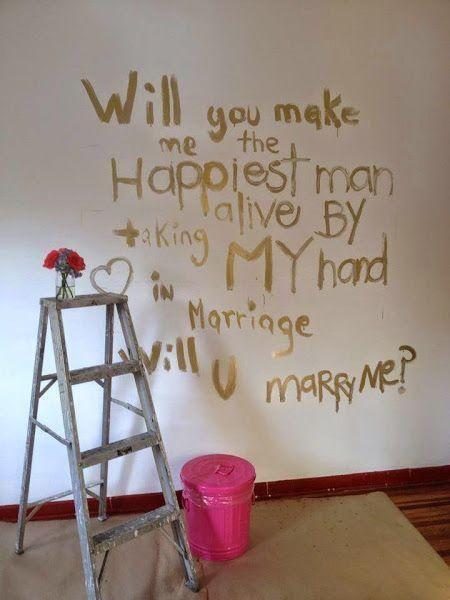 De vez en cuando hay que renovar la pintura de las paredes con mensajes tan singulares