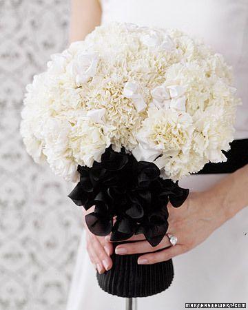 Un ramo en color blanco pero que sutilmente se mezcla con el elegante color negro