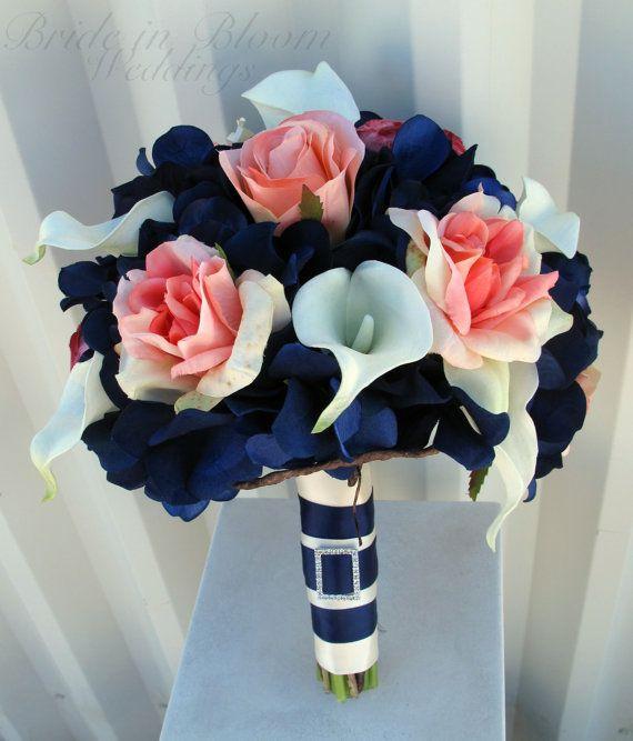 Ramo de novia combinado de azul marino y flores en pastel