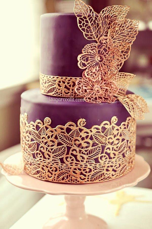 El malva combinado con el encaje dorado siempre es una buena alternativa para nuestra boda