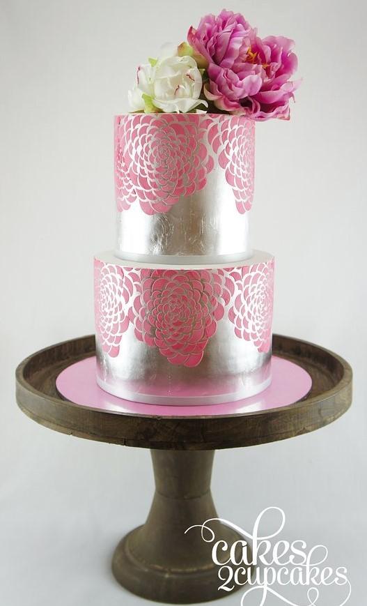 El color rosa y el plateado siempre otorgan belleza a nuestro rico bocado