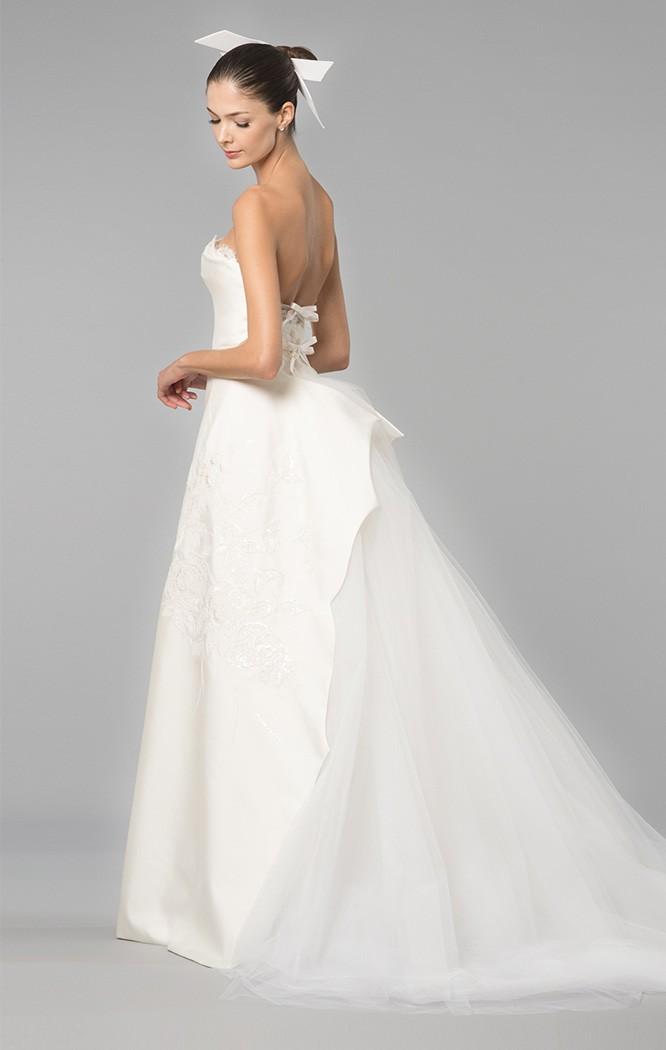 Una cola original para un vestido de novia de Carolina Herrera