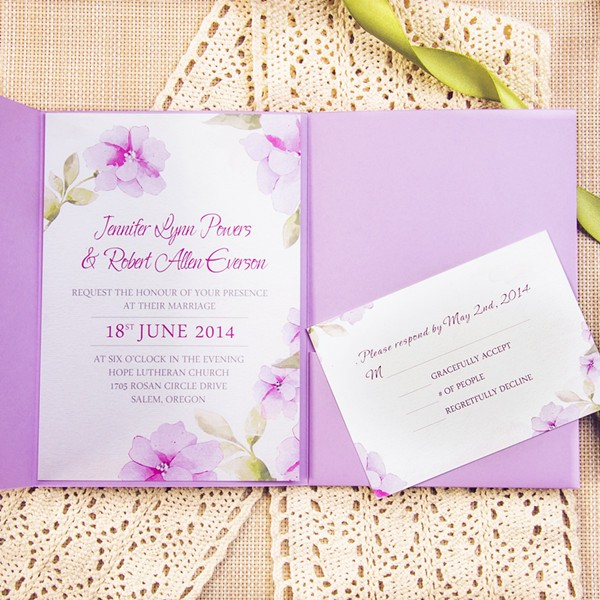 El color malva protagoniza una invitación muy elegante