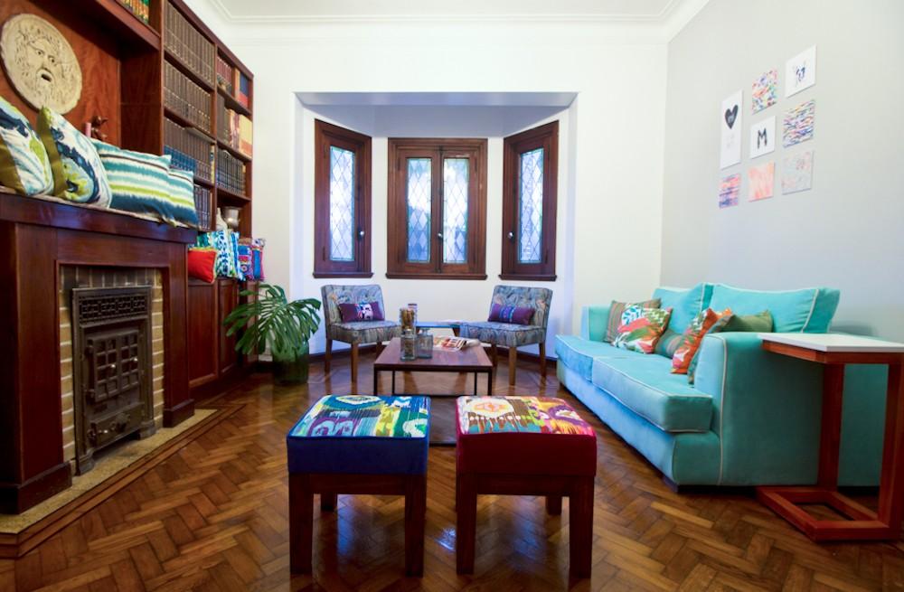 En el salón podemos combinar colores y estampados con Muebla