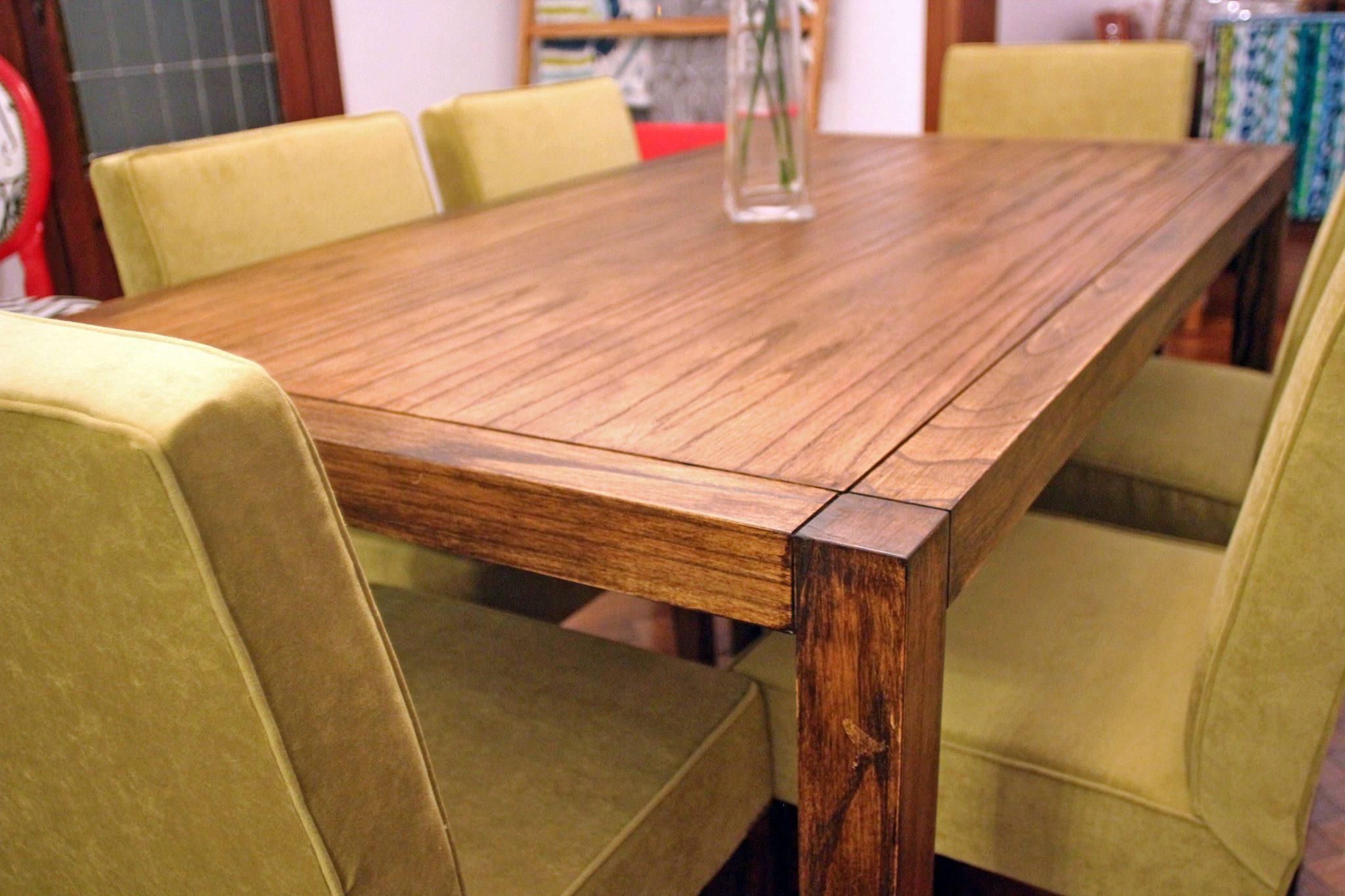 Conjunto de mesa de comedor en madera con sillas
