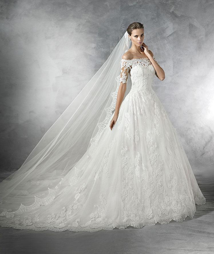 Pleasant es un vestido con media manga que Pronovias nos propone para el 2016