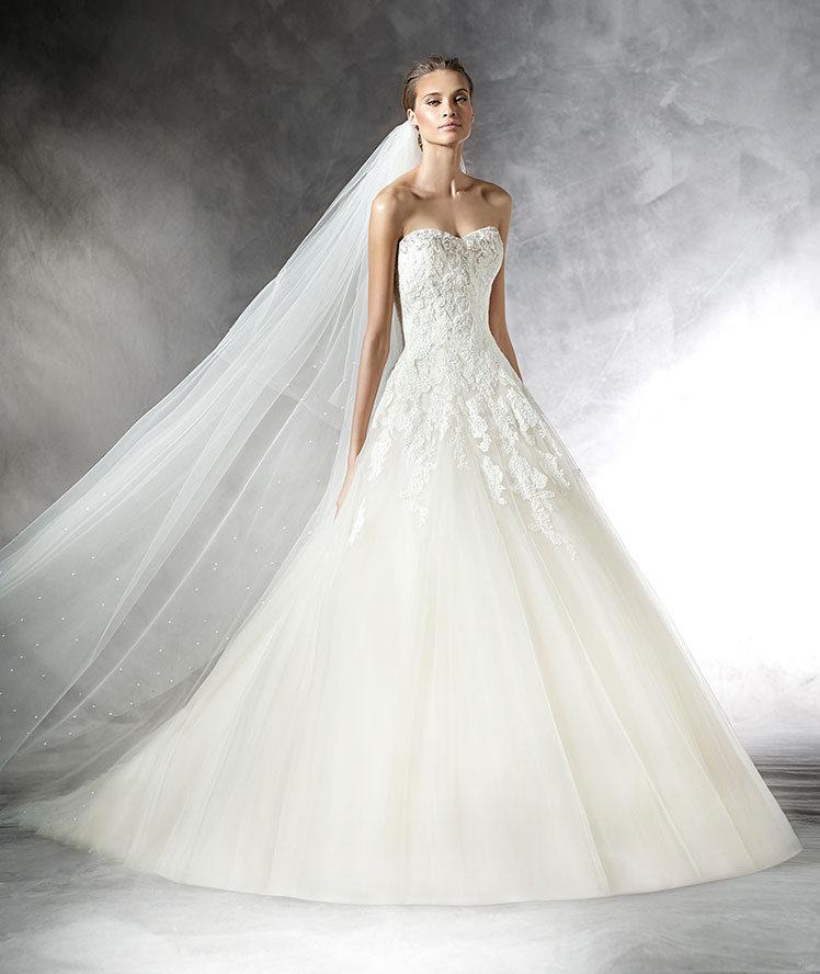 Prasa es el nombre de un vestido de tul que firma Pronovias