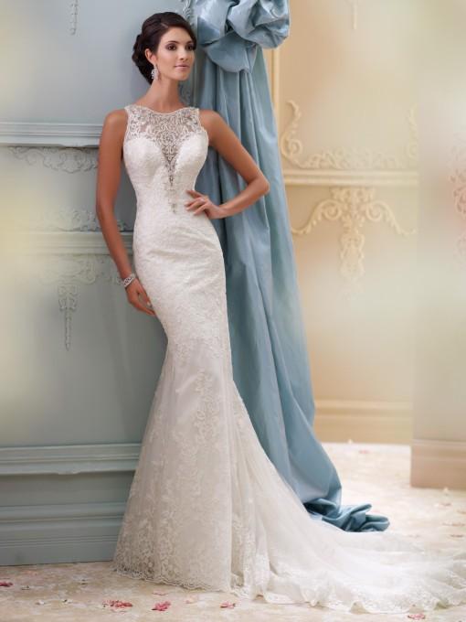 Un precioso escote con encajes que destaca de este vestido David Tutera for Mon Cheri