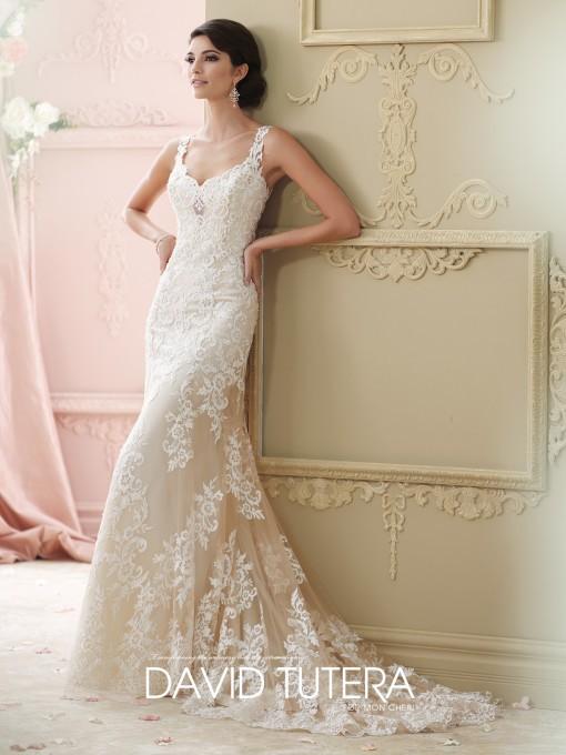 No nos podemos olvidar de los vestidos de novia con pinceladas en color
