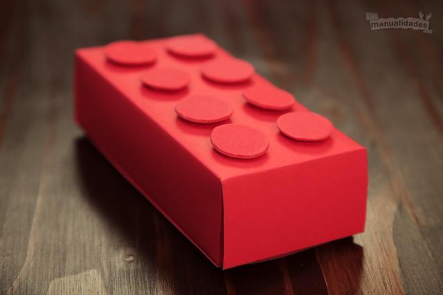 Una pieza Lego pero en cartón