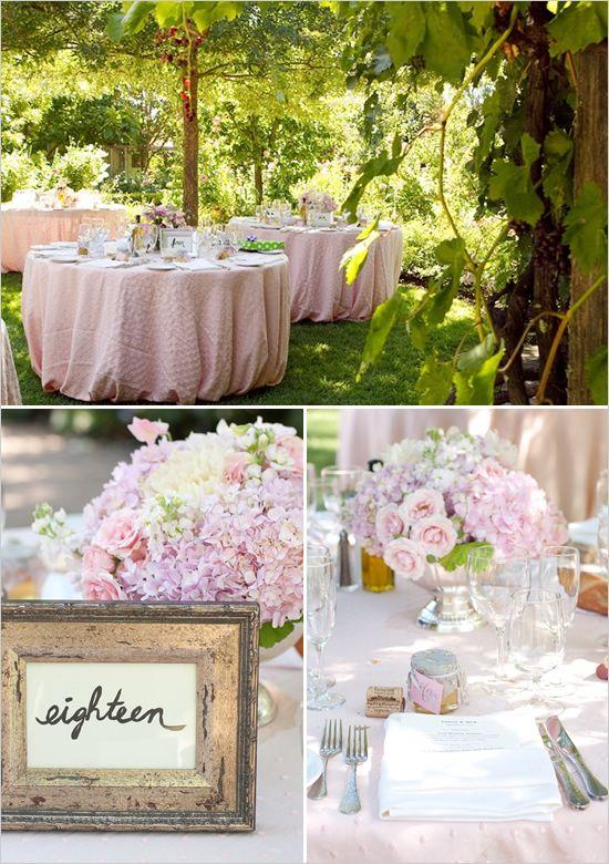 Centros de mesa románticos y decoración exterior para boda