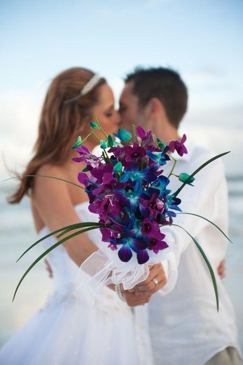Combina colores para darle protagonismo a un ramo de novia tan hermoso