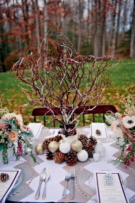 Un centro otoñal gracias a las piñas y las ramas
