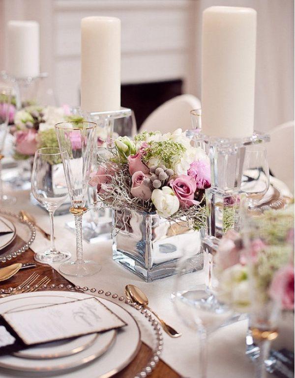 El rosa o el malva siempre son dos tonalidades muy elegantes para nuestra mesa de invitados