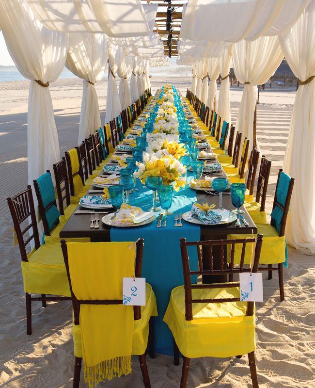Porque el color no puede faltar en una boda en la playa
