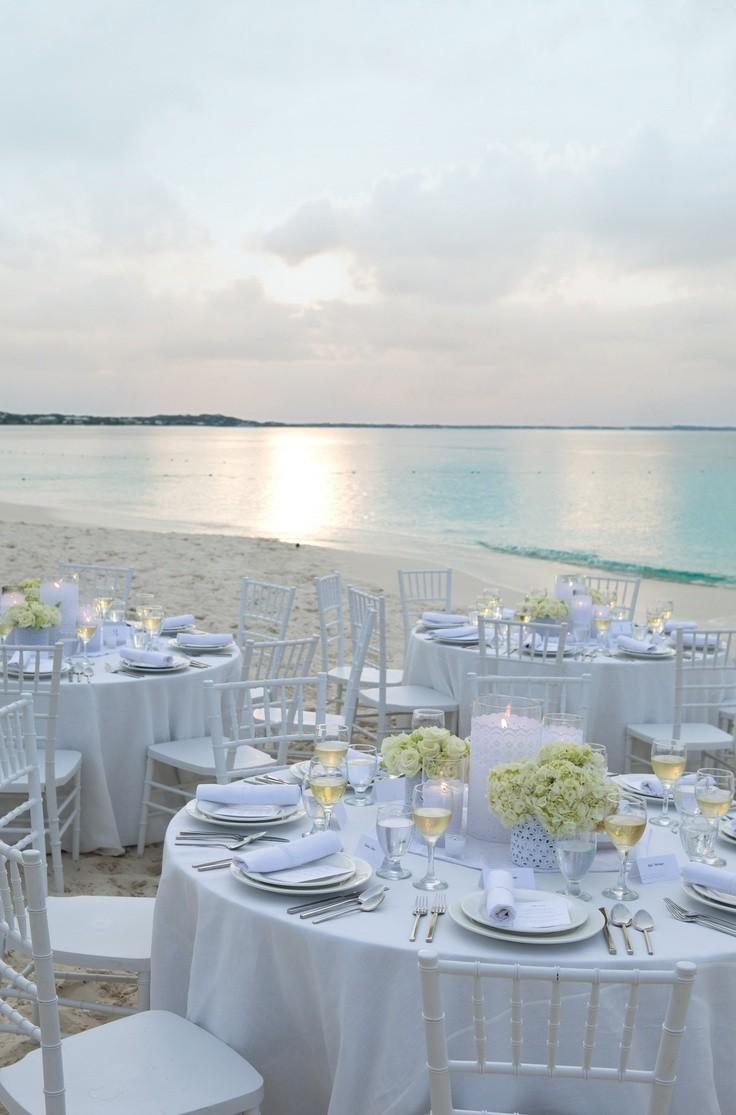 Decoración en blanco para esta boda en la playa