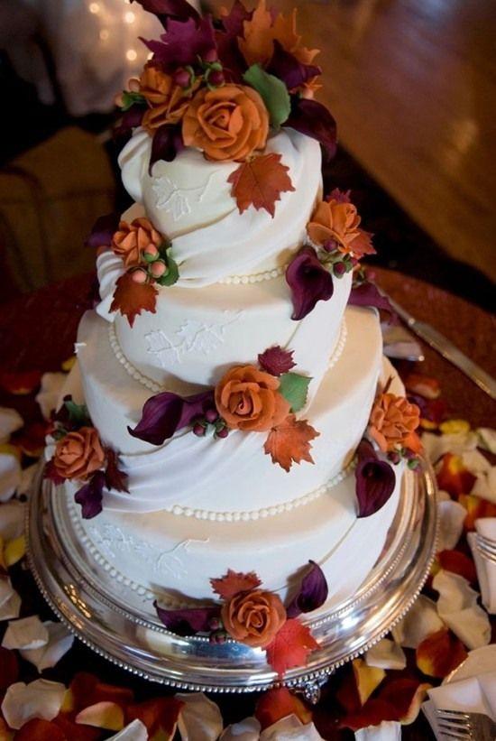 Colores anaranjados que se combinan con el blanco para esta tarta nupcial
