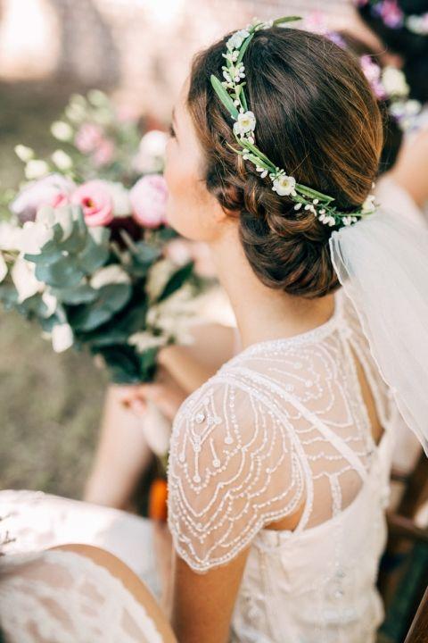 Corona para adornar un recogido bajo de novia