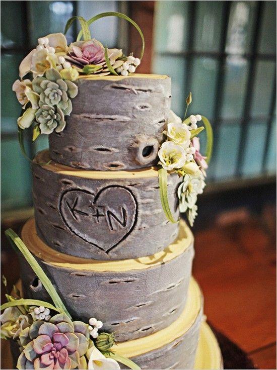 Con vuestras iniciales y una apariencia de tronco también puede formarse una tarta como ésta
