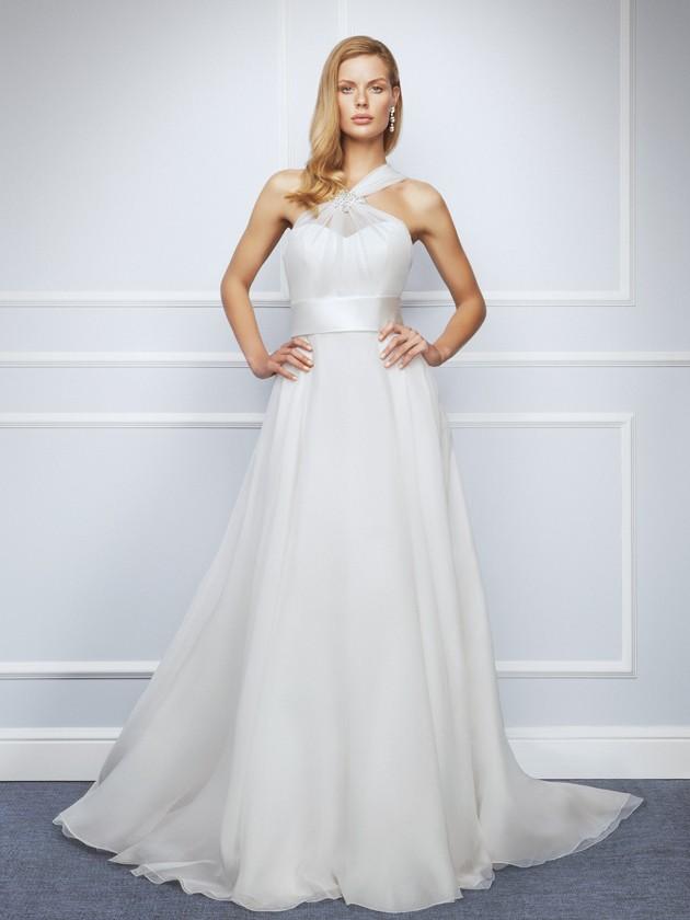 Un escote cruzado de tipo halter para lucir con tu traje de novia