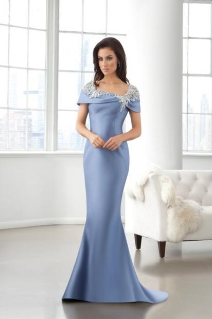 Sencillez y elegancia en los vestidos de Eleni Elias