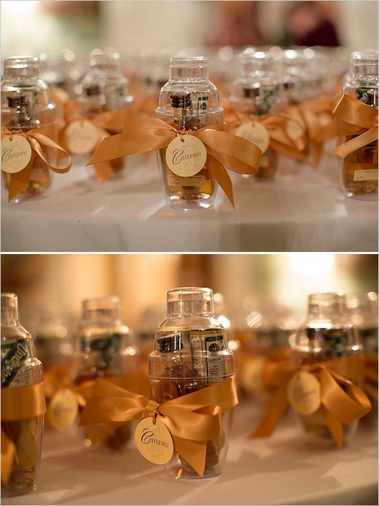 Pequeñas botellas de licor para regalar en tu boda
