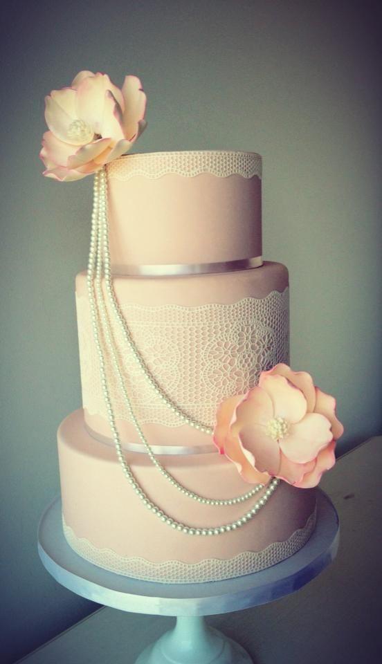 Las perlas comestibles son uno de los detalles más elegantes para los pasteles