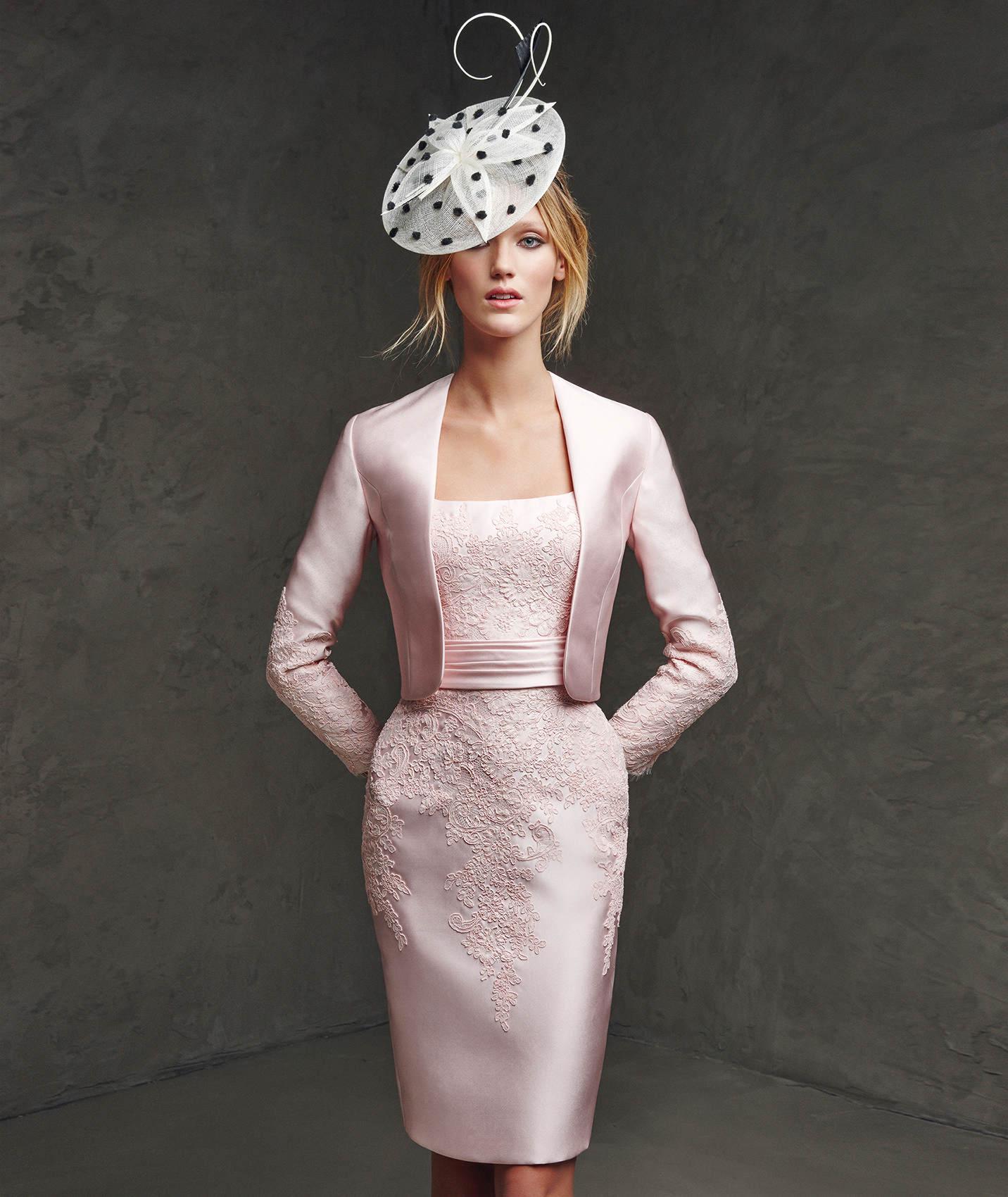 Vestido corto en color rosa de Pronovias
