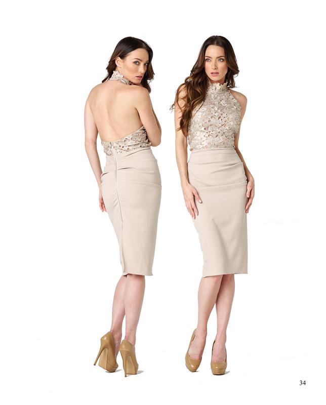 Vestido corto de Nicole Bakti con amplio escote en la espalda