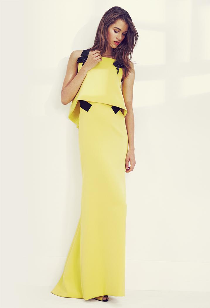 Color amarillo para un vestido recto doble