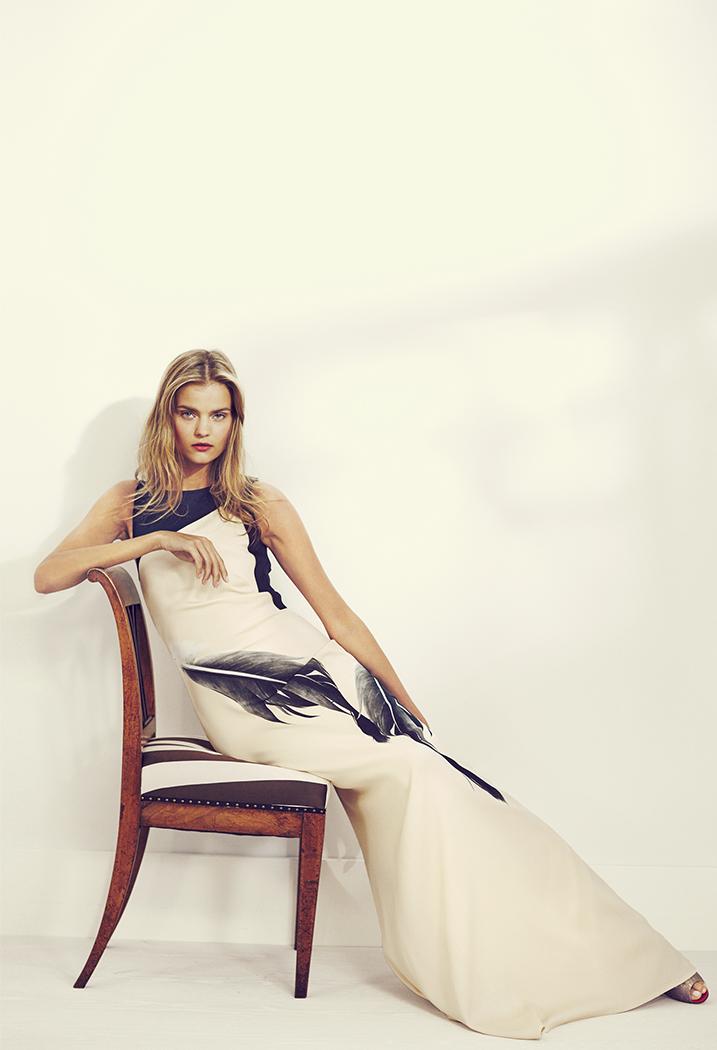 Vestido recto con estampado de plumas