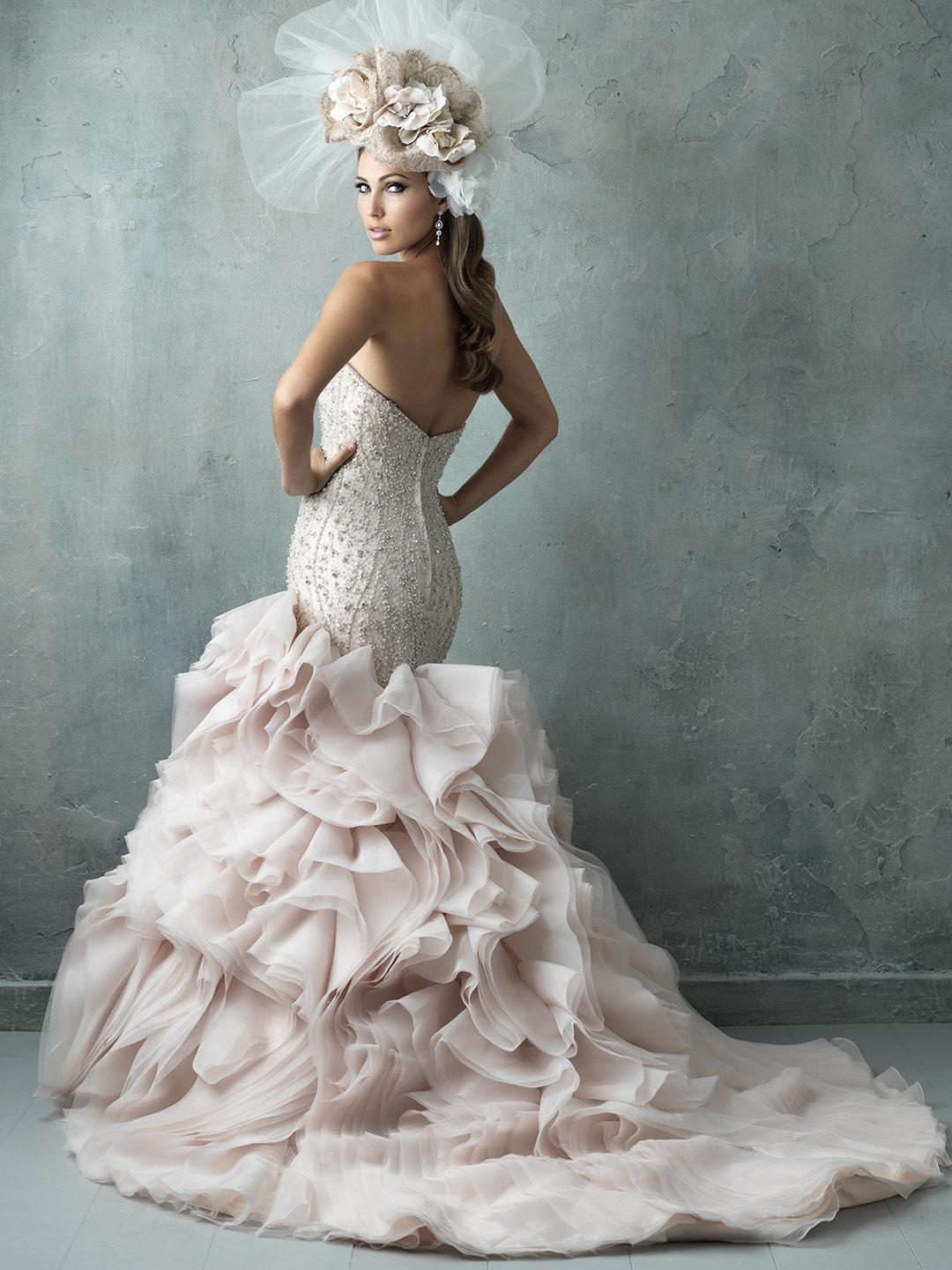Vestido de novia corte sirena con cola muy original