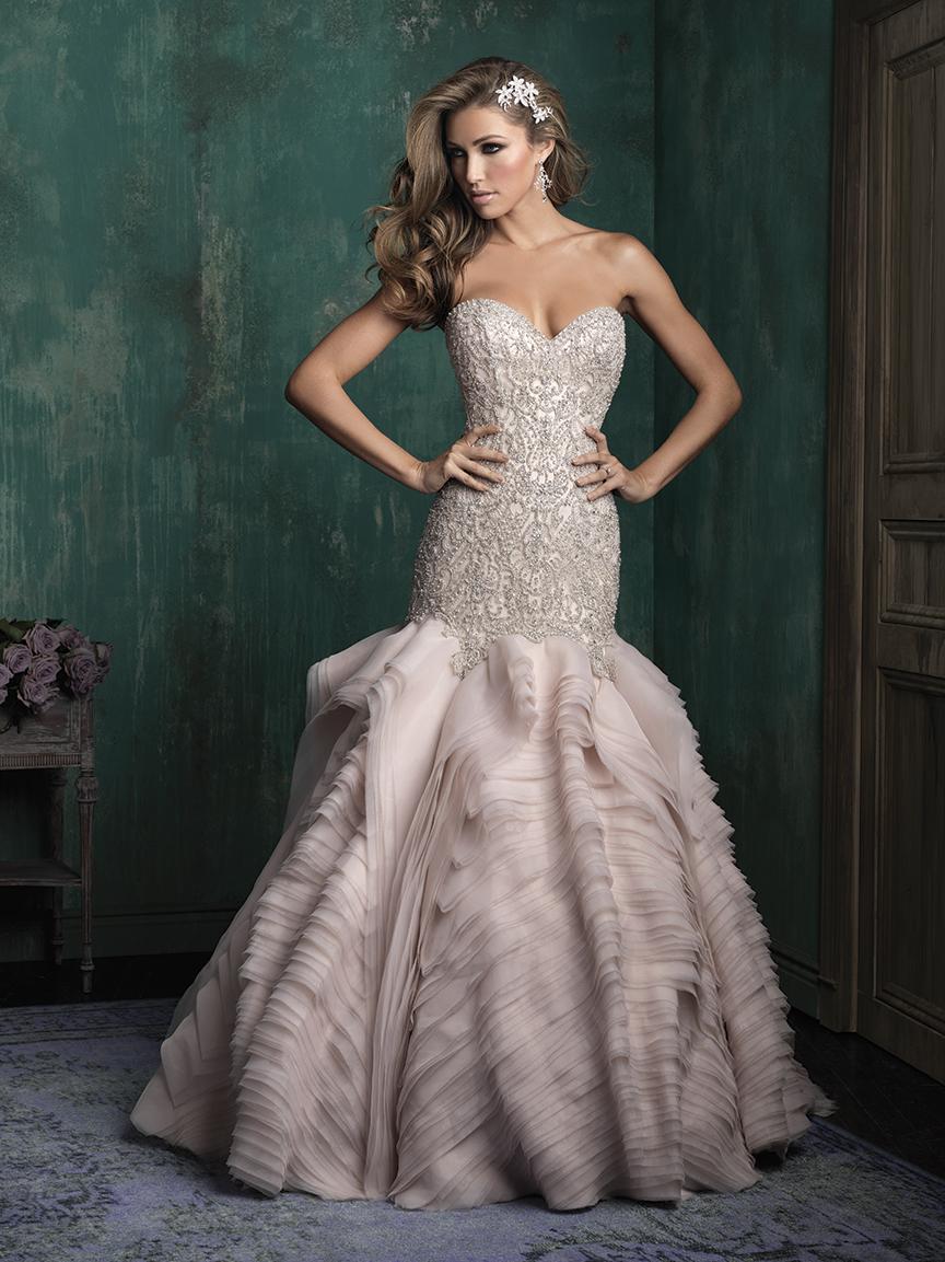 La alta costura llena de alegría cada vestido de novia