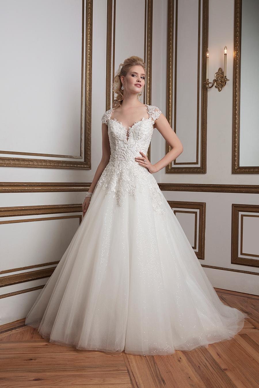 Sencillez y elegancia en un precioso vestido para novia