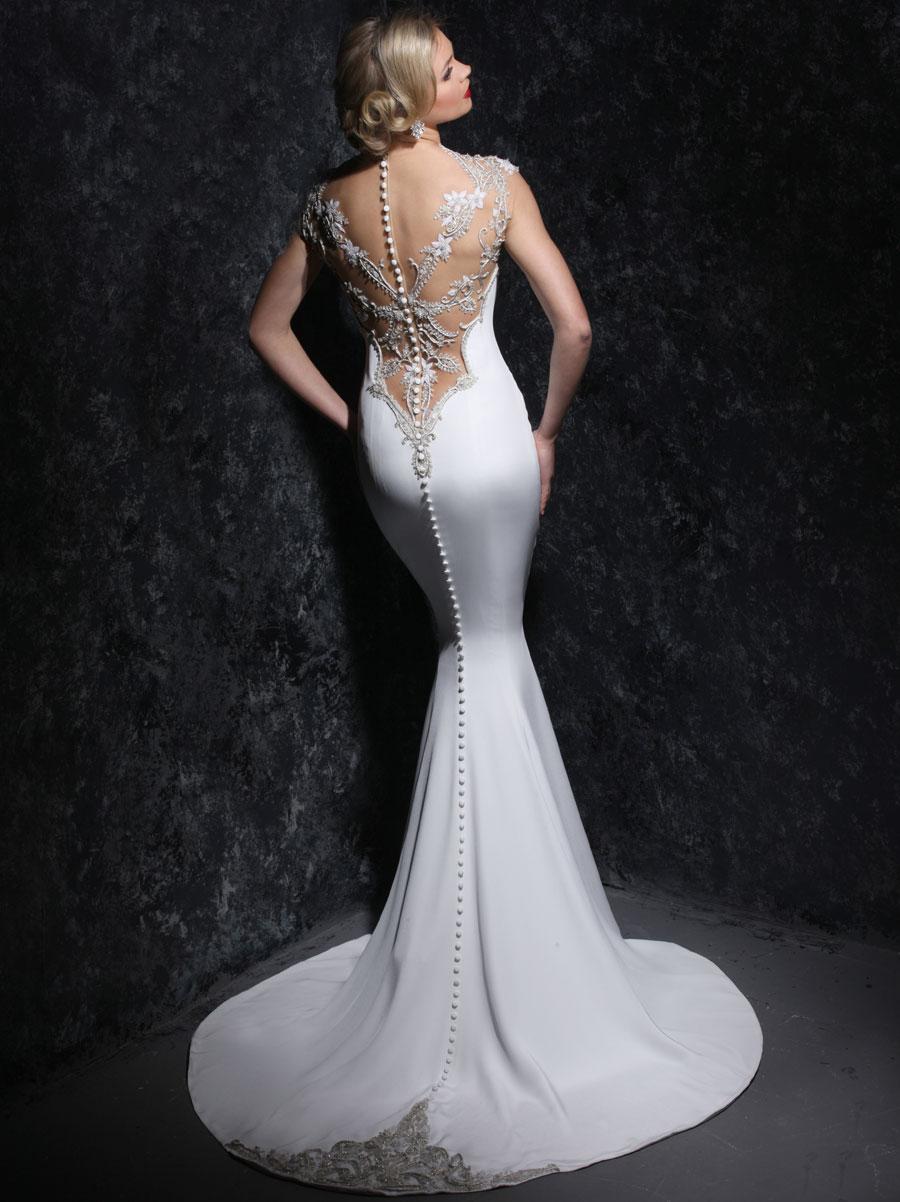 Un escote bastante atrevido en vestido sirena